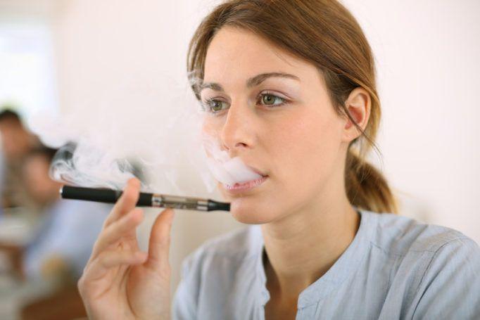 Cigarette électronique : vers une interdiction sur le lieu de travail ?