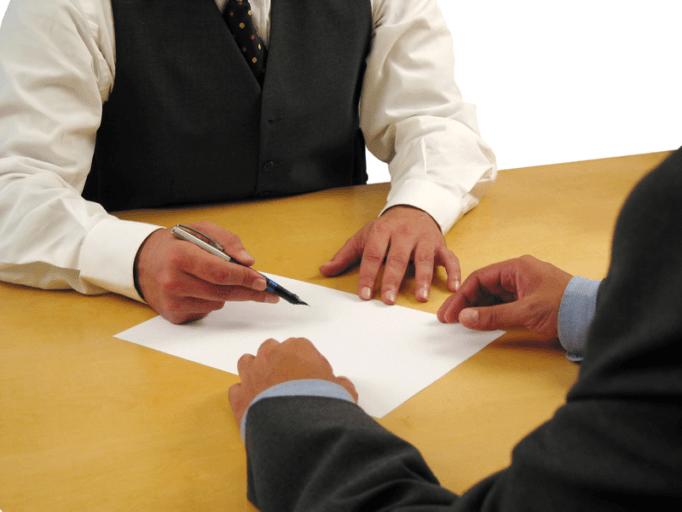 Un travailleur temporaire peut signer des lettres de licenciement