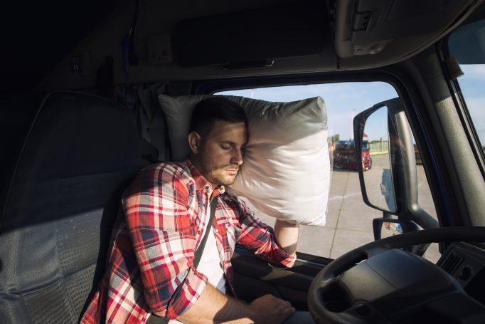 Routiers : les employeurs risquent une amende en cas de repos dans de mauvaises conditions