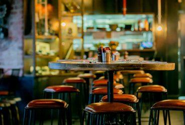 Paris en alerte maximale : fermeture des bars et télétravail