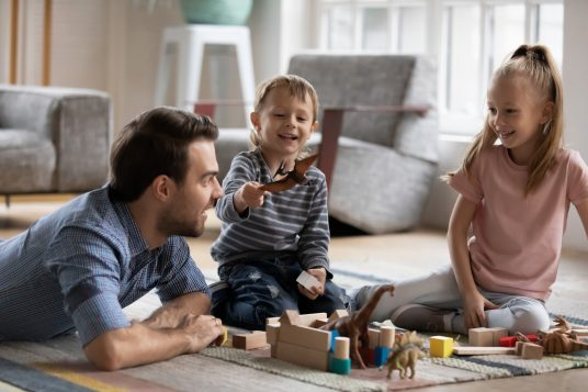 Activité partielle : allocation améliorée pour les employeurs de salariés devant garder leur enfant