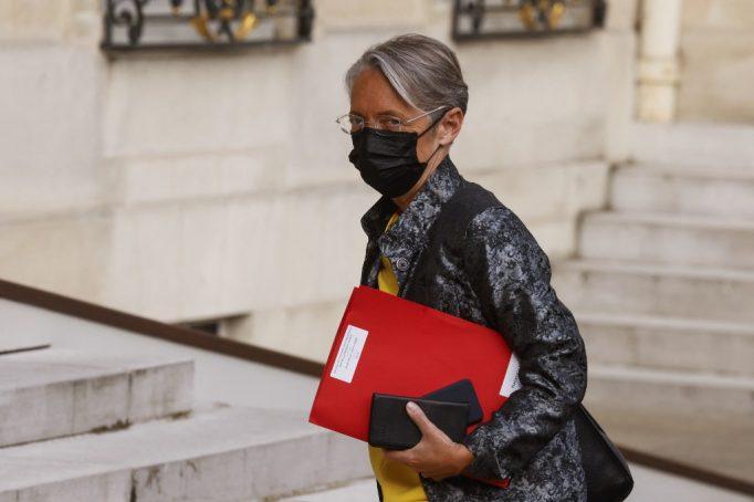 Protocole sanitaire, activité partielle : la ministre du Travail esquisse la sortie de crise