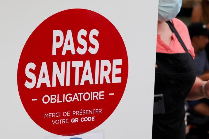 Le gouvernement annonce la suppression du passe sanitaire dans les centres commerciaux